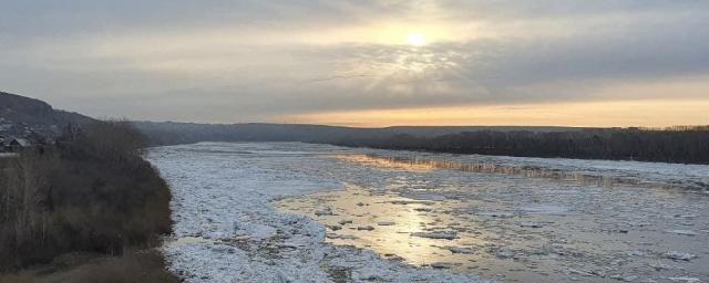 На реке Томь в Кузбассе начался ледоход