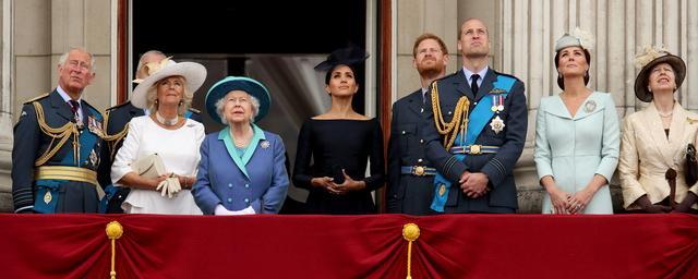 Королева величество член грудь