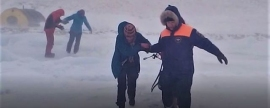 Ministry of Emergency Situations' agents evacuated tourists trapped in snowstorm from Baikal ice