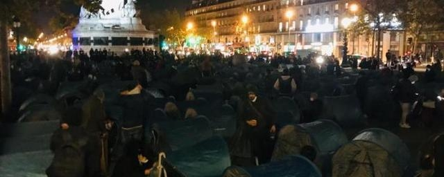 In Paris, police dismantle tents of protesting immigrants