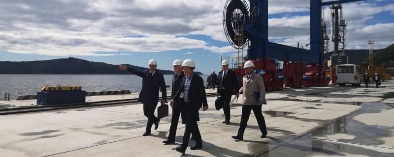 Глава Росморречфлота осмотрел порт Магадана и обсудил вопросы его очистки