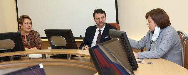 Виктор Неволин встретился с родителями учащихся Новосельской школы