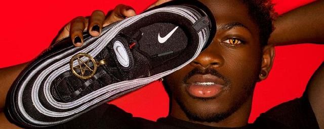 Суд в США запретил рэперу продавать кроссовки с человеческой кровью