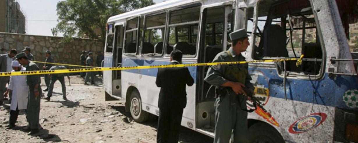 16 человек погибли при взрыве автобуса в Афганистане