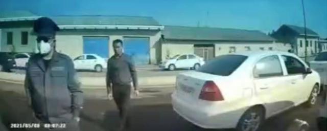 В Самарканде мужчина посигналил полицейскому и заплатил штраф