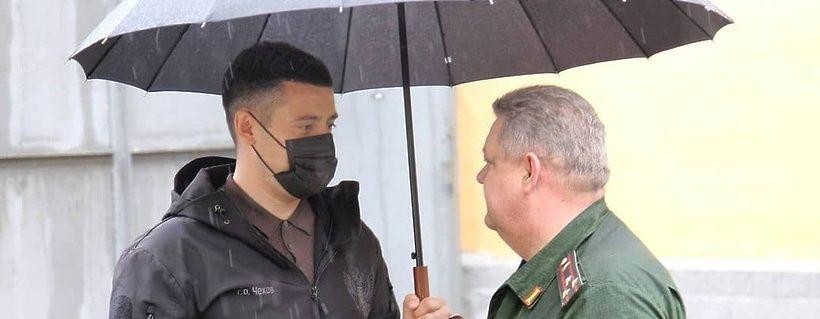 Артамонов посетил военный комиссариат Чехова в преддверии Дня России