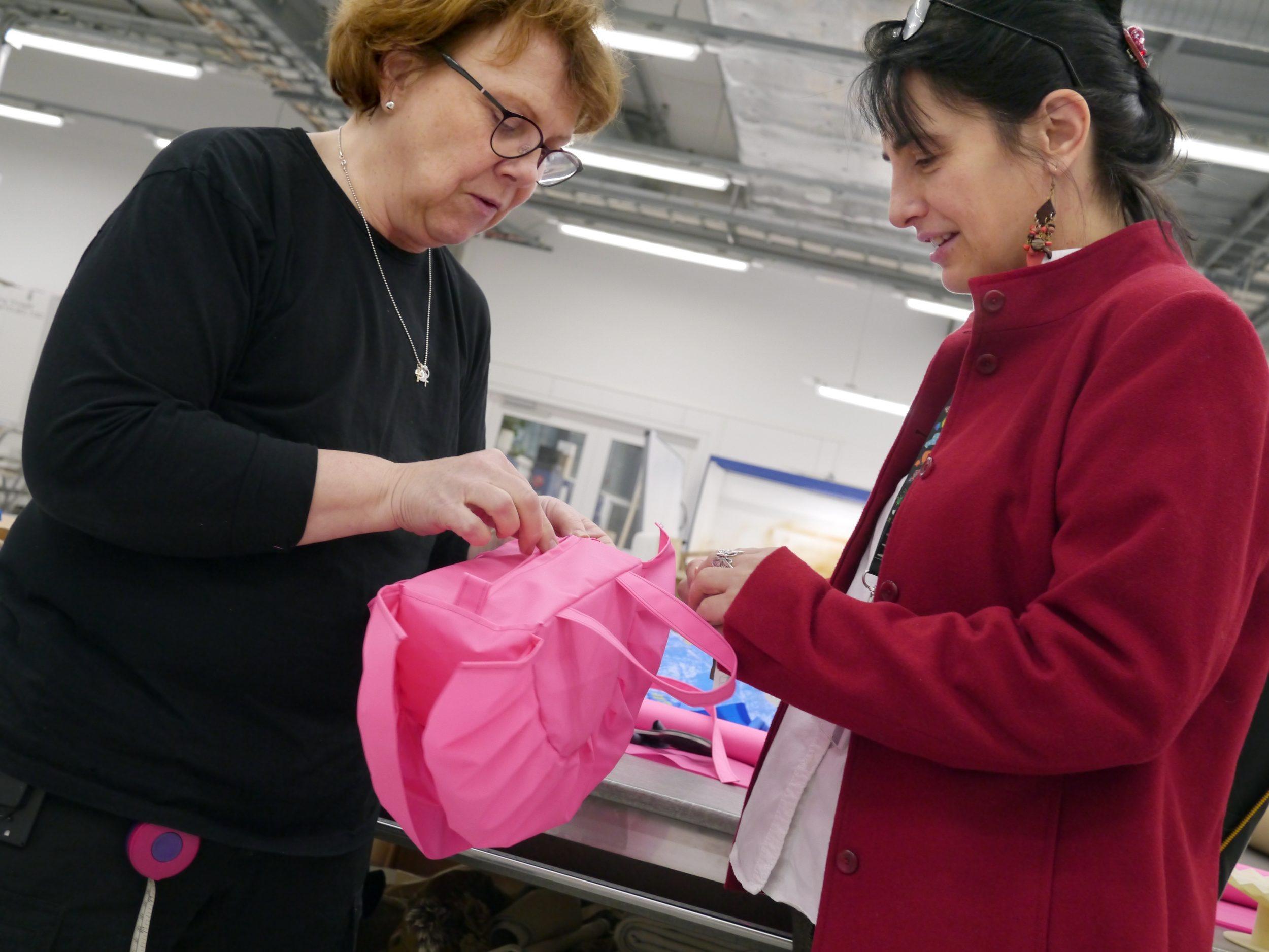 Модельер Зандра Роудс разработала новый дизайн для сумки ФРАКТА