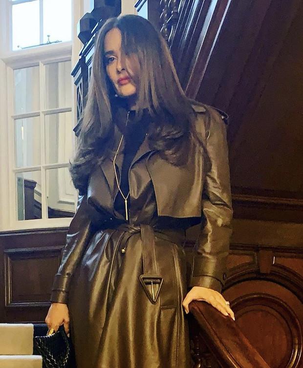 По совету стилистов: Сальма Хайек предпочитает одежду шоколадного цвета
