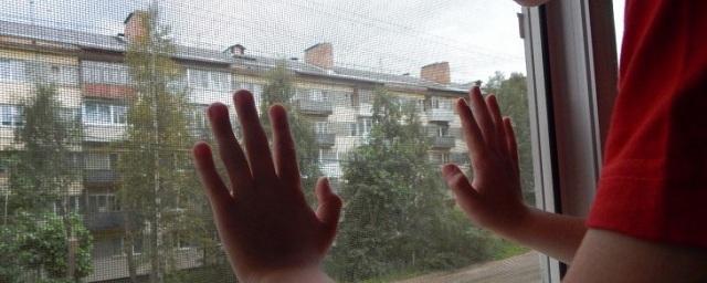 В Волгограде 4-летний ребенок выпал из окна 5-го этажа