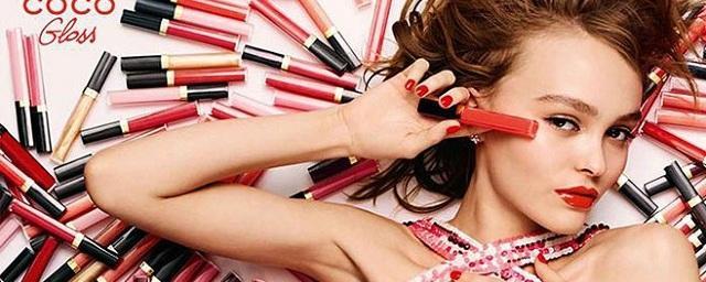 Дочь Джонни Деппа рекламирует новые блески для губ от Chanel
