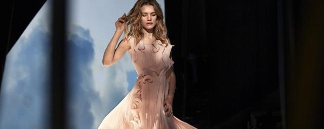 Водянова рекламирует коллекцию одежды из переработанных отходов