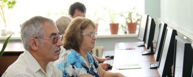 Орловских пенсионеров приглашают пройти бесплатные компьютерные курсы