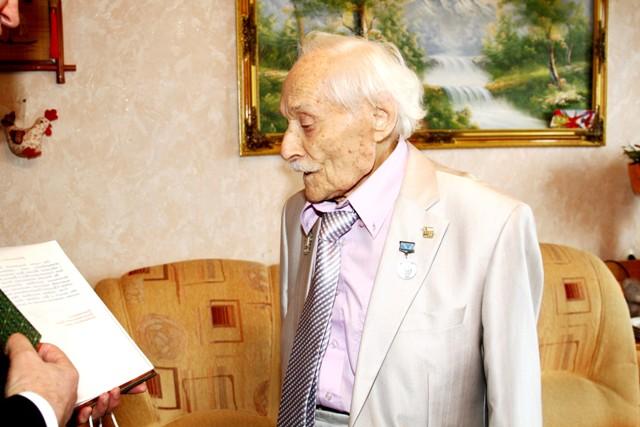 ВХабаровске свое 100-летие празднует легендарный летчик Лев Липович