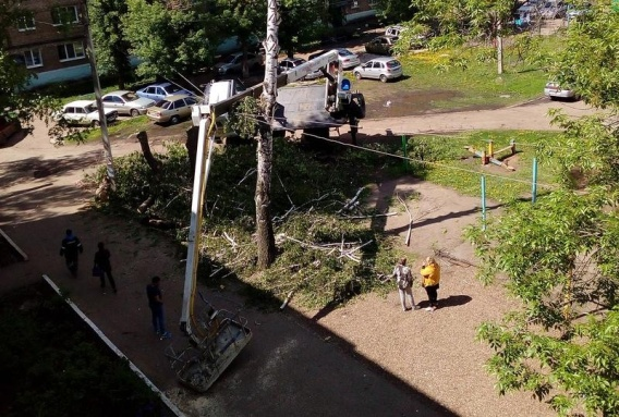 ВБашкирии упала стрела автокрана, двое рабочих пострадали