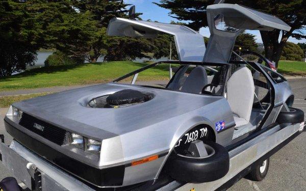 Летающий автомобиль DeLorean продают за 3 млн рублей
