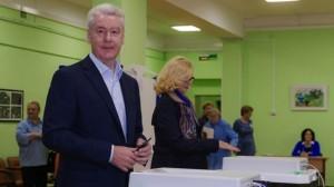 wins Sergey Sobyanin