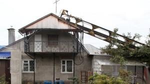 The crane fell on the house