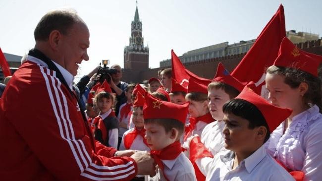 В Москве на Красной площади более 3 тысяч школьников приняли в пионеры