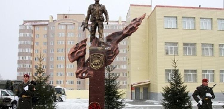 В Новосибирске установлен памятник погибшим бойцам спецназа