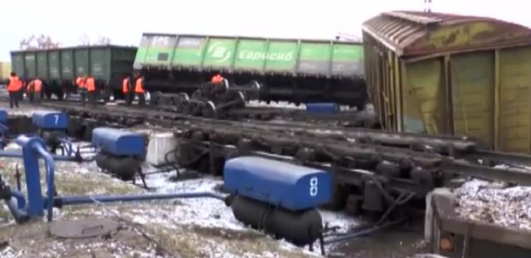 В Казани сошли с рельсов два вагона грузового поезда
