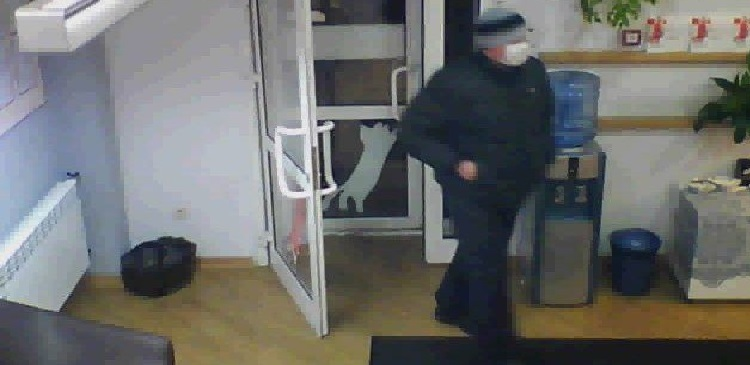 В Челябинске полиция разыскивают мужчину, ограбившего банк