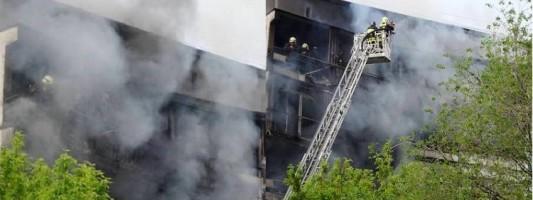 В Москве при пожаре на балконах многоэтажки пострадали два человека