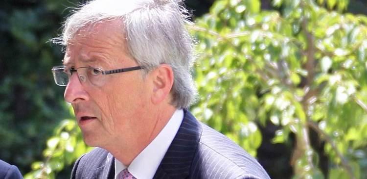 Юнкер призвал граждан Греции «не совершать самоубийство»