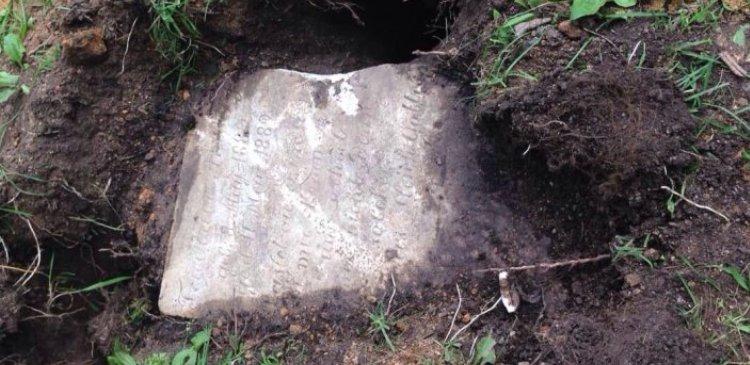 екат камень гроб