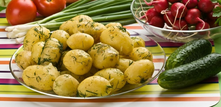 18_молодая картошка редиска огурец блюдо еда