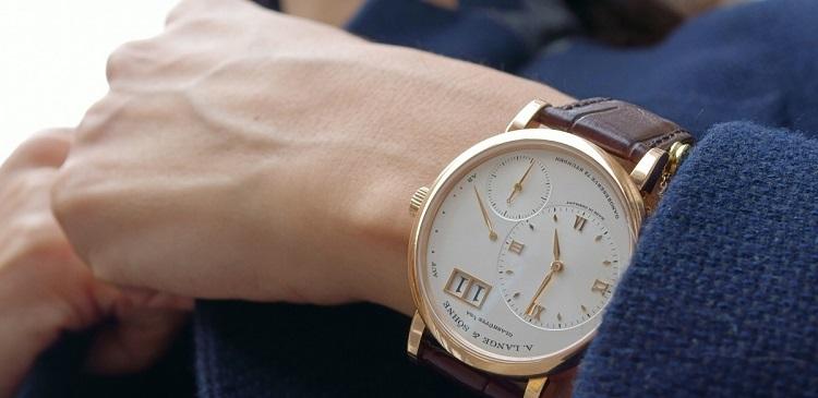 1_часы на руке  наручные часы